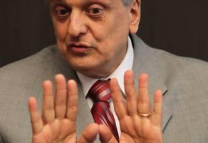 O ex-procurador-geral da República Antonio Fernando de Souza, que denunciou o mensalão, criticou indiretamente a investigação de Janot na Lava-Jato Foto: Ailton de Freitas 11-06-2012 / Agência O Globo