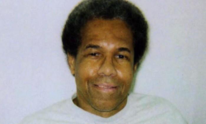 * Juiz ordena libertação de pantera negro preso em solitária há 43 anos.