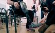 Wolfgang Rangger apresenta sua perna artificial sensível para a imprensa em Viena