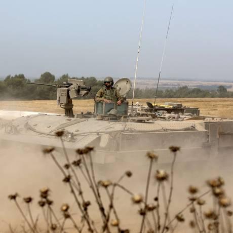 Soldados israelenses participam de treinamento perto da fronteira entre Israel e Gaza Foto: MENAHEM KAHANA / AFP