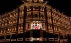 HSBC. Antiga sede do Banco Bamerindus, o Palácio Avenida, no Centro de Curitiba, vira palco para coral infantil na época do Natal Foto: Arquivo / 25/12/2014