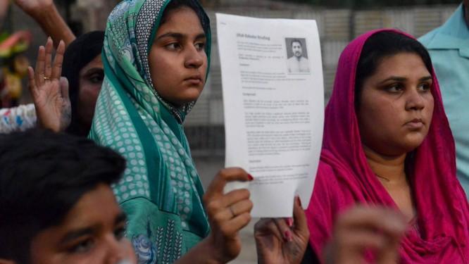 Paquistaneses pedem cancelamento do enforcamento de Aftab Bahadur, agendado para esta quarta-feira Foto: Arif Ali/AFP