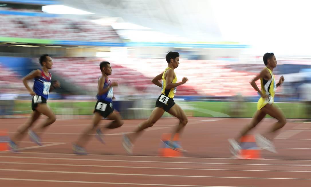 Final da prova do atletismo, 1000m masculino, no Estádio Nacional de Cingapura Jeremy Lee / REUTERS