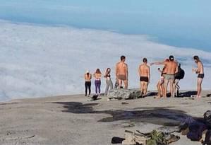 Turistas que tiraram a roupa em monte sagrado na Malásia são presos Foto: Reprodução/Facebook(tamankinabalu)