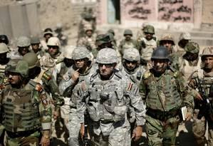 Major-general Mark Hertling comanda tropas no Norte do Iraque em foto de 2008: EUA voltam à cena no país Foto: Eduardo Munoz / REUTERS