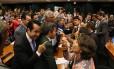 O presidente da comissão, deputado André Moura (PSC-SE), pediu que a segurança legislativa retirasse os manifestantes da sala