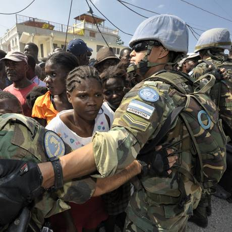 Soldados de paz trabalham em meio a fome a catástrofes no Haiti Foto: Divulgação / Missão das Nações Unidas para a estabilização no Haiti