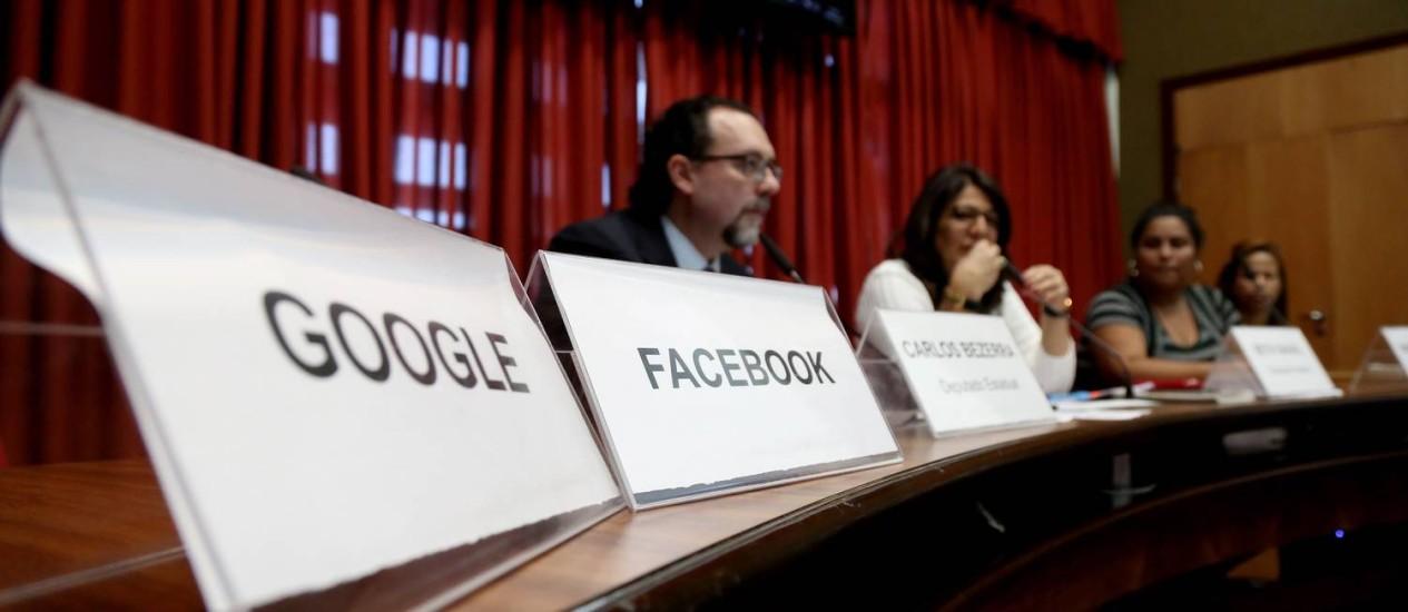 Convidados pela Comissão de Direitos Humanos da Alesp, representantes do Google e do Facebook não compareceram à audiência desta quarta-feira Foto: Fernando Donasci / Agência O Globo