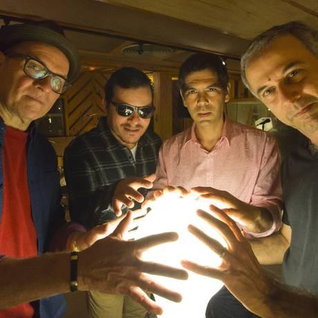 Envolvidos. Liminha, Toni Platão, Dado Villa-Lovos e João Barone formam banda junto com Kassin Foto: Fernando Quevedo / Agência O Globo