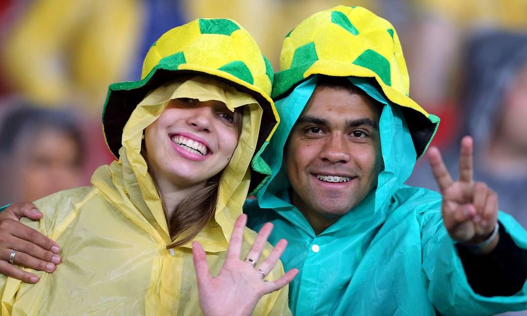 Torcedores brasileiros animados no Beira-Rio JEFFERSON BERNARDES / AFP