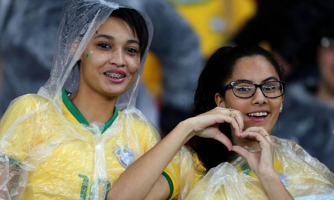 Torcedoras mostram confiança no time de Dugna JEFFERSON BERNARDES / AFP