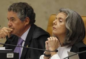 O ministro Marco Aurelio, ao lado a ministra Cármen Lúcia, durante Sessão Plenária do Supremo Tribunal Federal Foto: Givaldo Barbosa / Agência O Globo