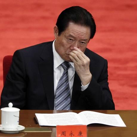 Em 4 de maio de 2012, Zhou Yongkang, então membro da Comissão Permanente do Politburo do Partido Comunista Chinês, participa de uma conferência para comemorar o 90º aniversário da fundação da Liga da Juventude Comunista Chinêsa no Grande Salão do Povo em Pequim Foto: Alexander F. Yuan / AP