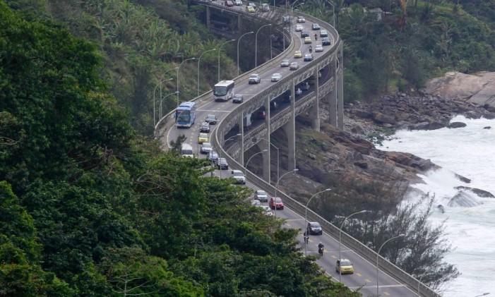 Vista do alto do Elevado do Joá, principal porta de entrada da Barra, que levou o nome do bairro Foto: Pedro Kirilos / Agência O Globo
