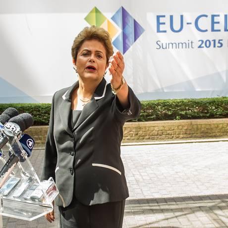 Dilma Rousseff na entrevista coletiva em Bruxelas Foto: Philippe Huguen / AFP