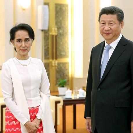 Xi Jinping e Aung San Suu Kyi se encontraram no Grande Salão do Povo, em Pequim Foto: CHINA DAILY / REUTERS