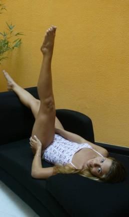 Modelo coloca as pernas para o alto Foto: Eurico Dantas / Agência O Globo