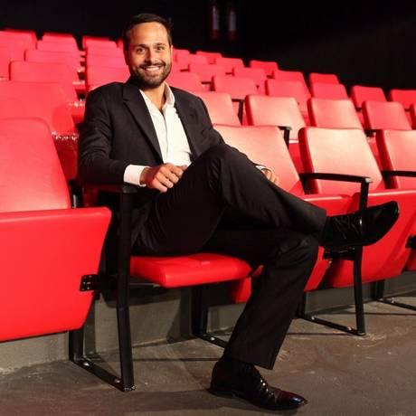 Mais conforto. Calero nas novas poltronas do teatro Ziembinski Foto: Angelo Antônio Duarte / Angelo Antônio Duarte