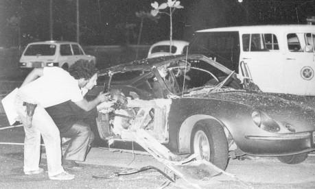 Atentado. O puma destruído após a explosão da bomba no Riocentro que matou o sargento Guilherme Pereira do Rosário Foto: Anibal Philot 30/04/1981 / Agência O Globo