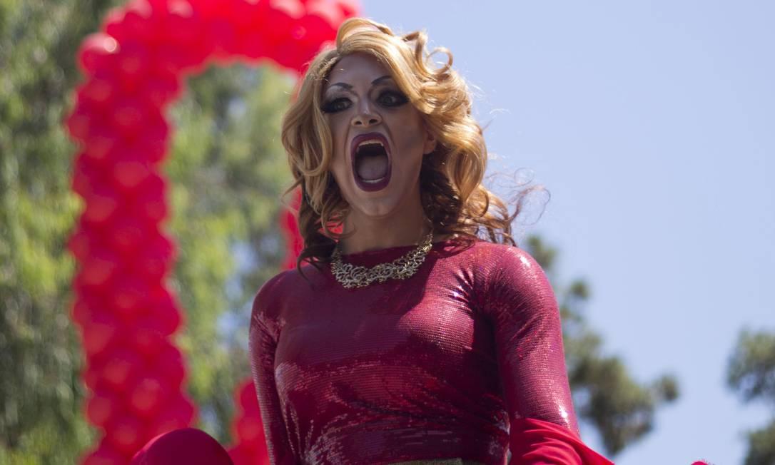 Muita cor, fantasias, balões coloridos, música e dança marcaram a Parada Gay em Tel Aviv Ariel Schalit / AP