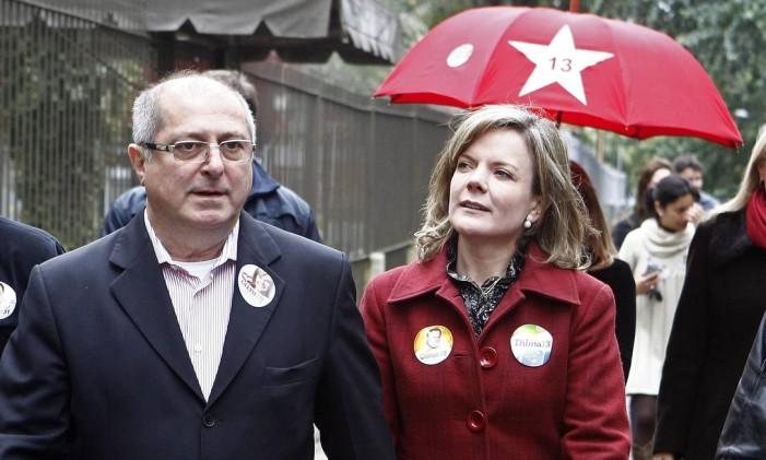 Senadora Gleisi Hoffmann (PT/PR) e o marido Paulo Bernardo Foto: Rodolfo Buhrer / O Globo/Arquivo