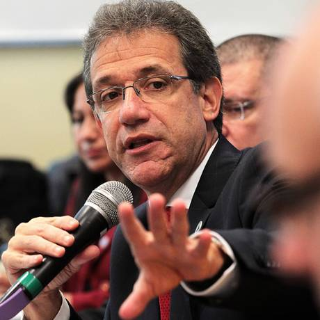 Ministro da Saúde, Arthur Chioro, quer novo imposto Foto: Jorge William / Agência O Globo
