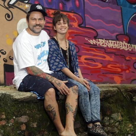 Casal. Toz e Elodie realizam o Paredes Art-Zone: os dois se conheceram na primeira edição do projeto, em 2012 Foto: Felipe Hanower / Felipe Hanower