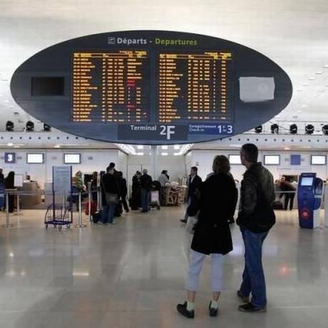 Aeroporto Charles de Gaulle, em Paris, onde a menina de seis anos ficou detida por três dias. Policiais suspeitaram de passaporte falso Foto: REUTERS