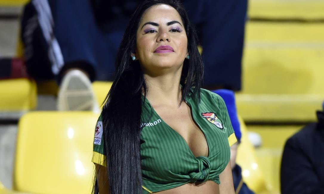 A mesma torcedora mostrou estar atenta a cada jogada ... JUAN BARRETO / AFP