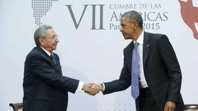 Obama e Raúl Castro encontraram-se na Cúpula das Américas na Cidade do Panamá em abril Foto: JONATHAN ERNST/Reuters