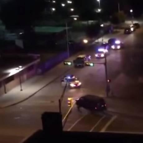 Disparos partiram de uma van blindada Foto: Reprodução Youtube