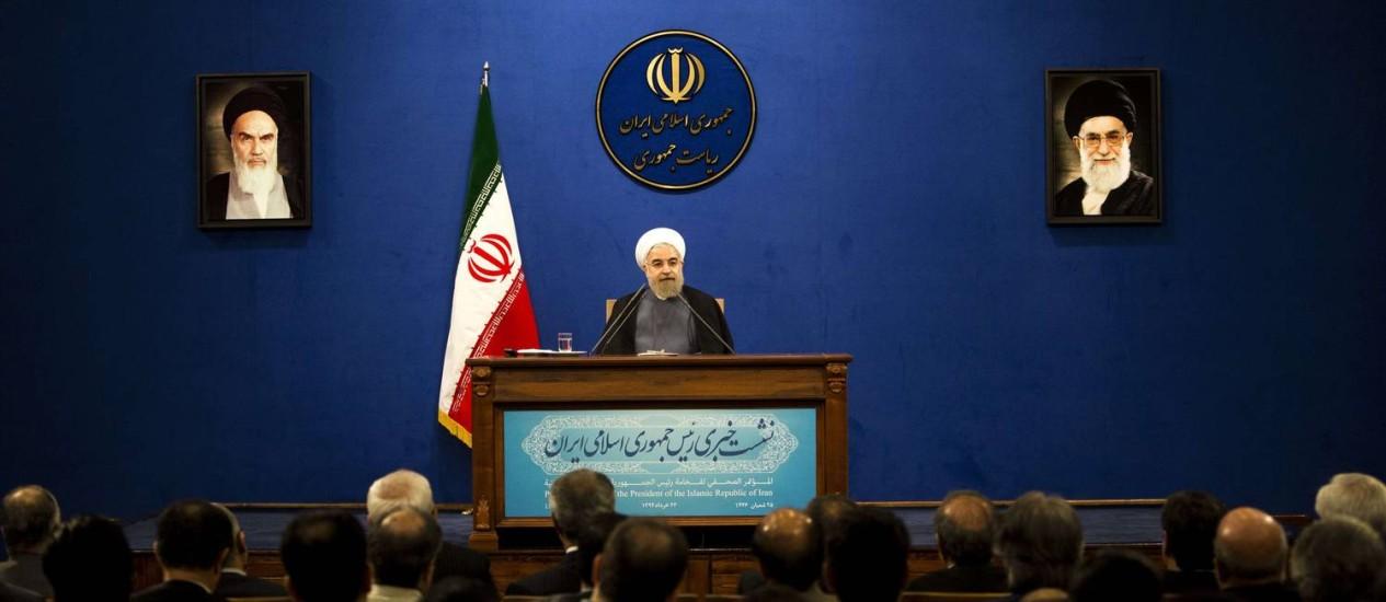 O presidente iraniano, Hassan Rouhani, em entrevista coletiva na manhã de sábado Foto: BEHROUZ MEHRI/AFP