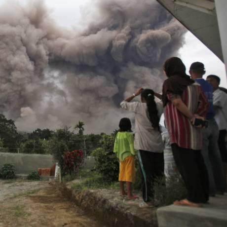 População foi conduzida a abrigos temporários Foto: Binsar Bakkara / AP