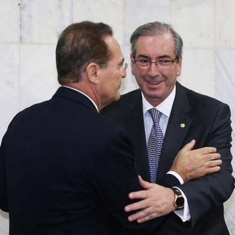 Pé no acelerador: Eduardo Cunha, ao lado de Renan: pauta cheia e polêmica Foto: Ailton de Freitas/ Agência O Globo / Ailton de freitas/1-6-2015