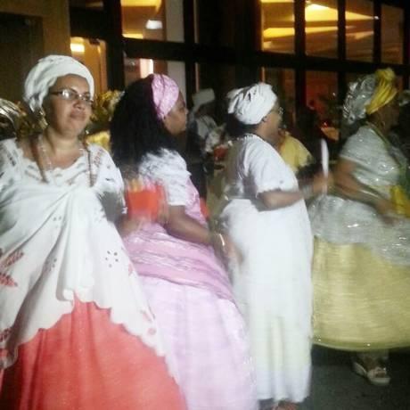 Recepção: As baianas que rodopiavam para dar boas vindas aos delegados petistas Foto: Luiz Antonio Novaes/ Agência O Globo