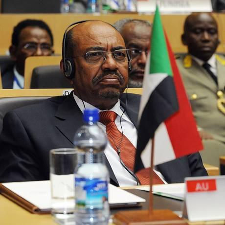 Bashir, que participava de cúpula da União Africana, havia restringido viagens a países aliados no continente e no Oriente Médio Foto: SIMON MAINA/AFP