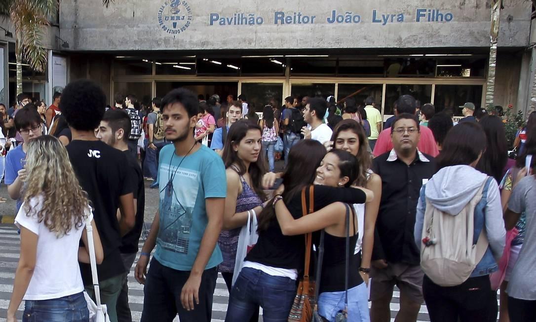 Concentração antes do início do vestibular Foto: Gabriel de Paiva / Agência O Globo