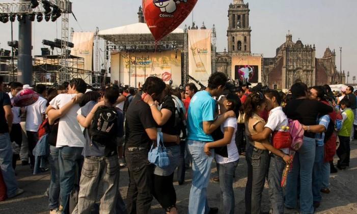 Evento 'Bésame mucho' na Cidade do México Foto: Claudio Cruz/AP