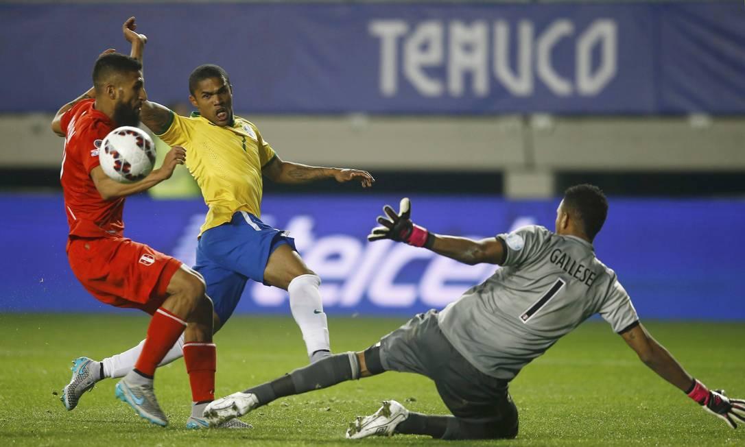 A seleção brasileira não teve facilidades diante do Peru RICARDO MORAES / REUTERS