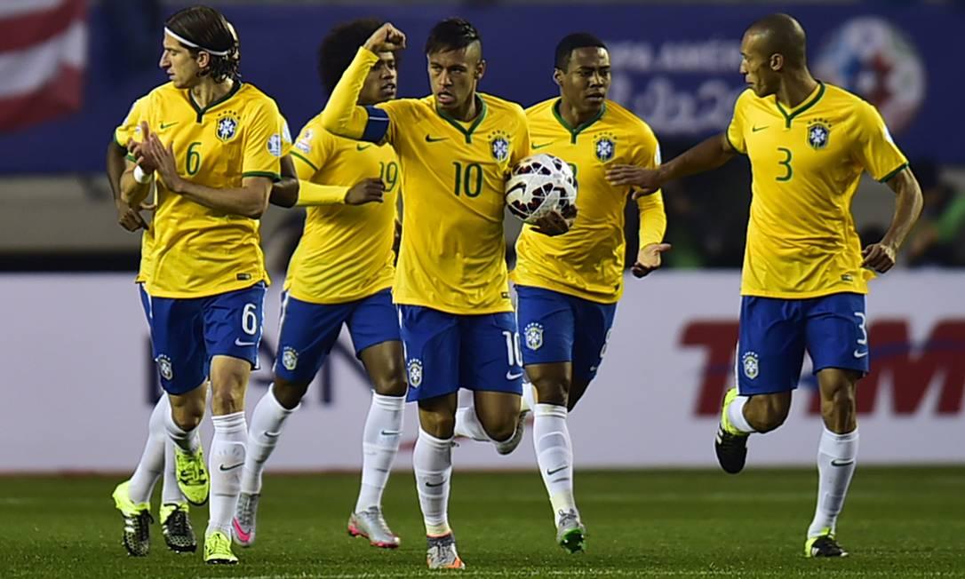 Neymar comemora o primeiro gol do Brasil sobre o Peru RODRIGO BUENDIA / AFP