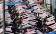 Feira em Caxias, onde pelo menos 30% das barracas vendiam ontem celulares e baterias