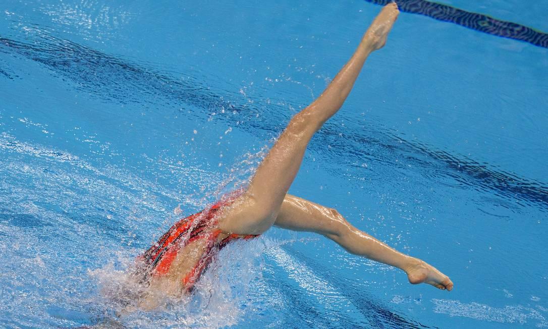 Hanna Shulhina, da Bielorrússia, durante a prova de duplas do nado sincronizado estilo livre JACK GUEZ / AFP