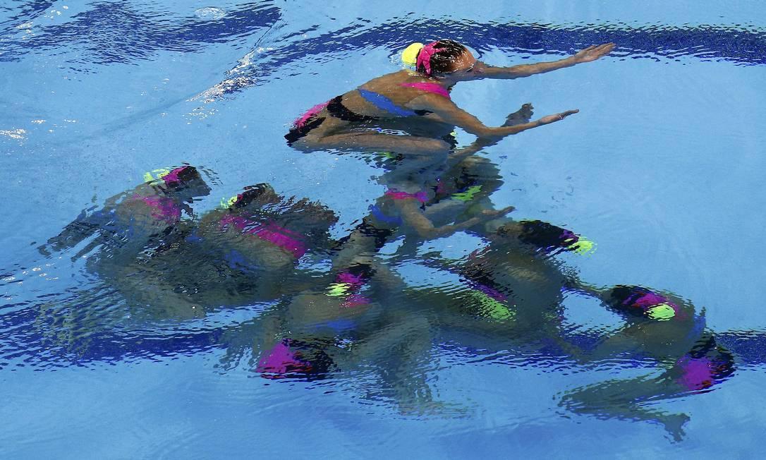 Equipe da Eslováquia durante sua última apresentação na prova de equipes do nado sincronizado KAI PFAFFENBACH / REUTERS