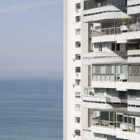 Prédio na Barra da Tijuca, no Rio, cidade com uma das maiores quedas na comparação com o ano passado Foto: Agência O Globo / Guilherme Leporace