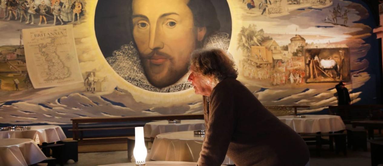 """""""Macbeth"""". A diretora no cenário da peça em 2014: pulsão violenta do homem em discussão Foto: Divulgação/Michèle Laurent"""