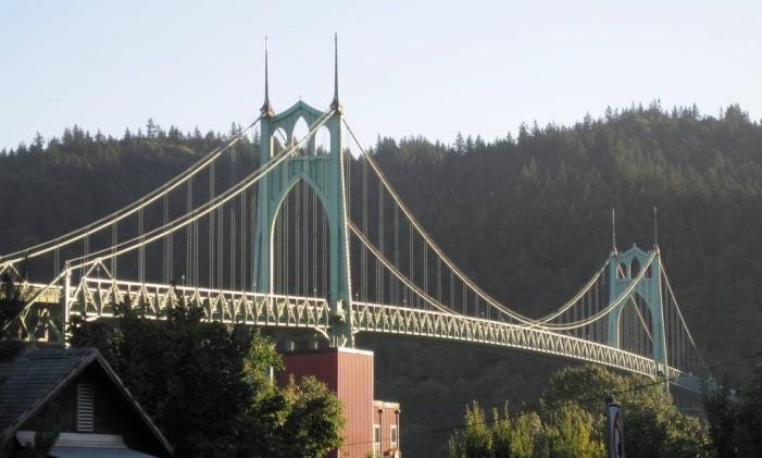 Ponte St. Johns Bridge em Portland: cidade une diversão nerd e cervejarias Foto: Fernanda Dutra / Agência O Globo