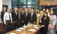 Eduardo Cunha (ao centro) em encontro com integrantes de grupos contrários ao governo Dilma Rousseff