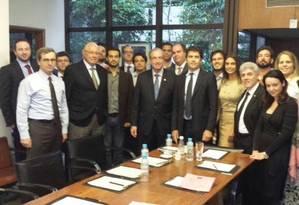 Eduardo Cunha (ao centro) em encontro com integrantes de grupos contrários ao governo Dilma Rousseff Foto: Divulgação