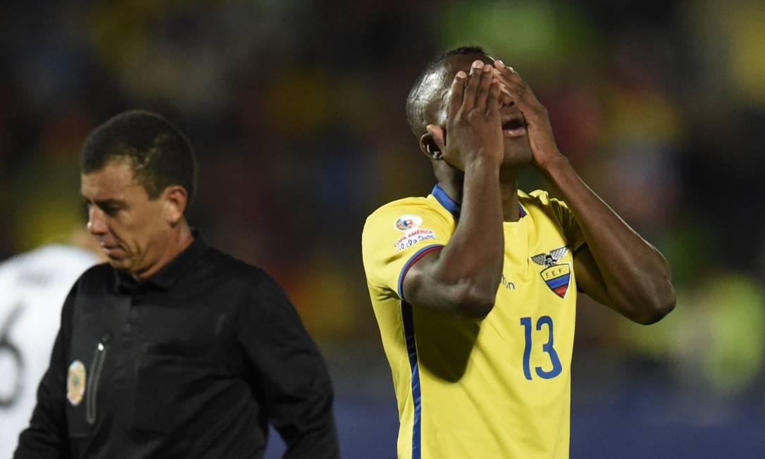 O desespero do equatoriano Enner Valencia com uma chance perdida JUAN BARRETO / AFP