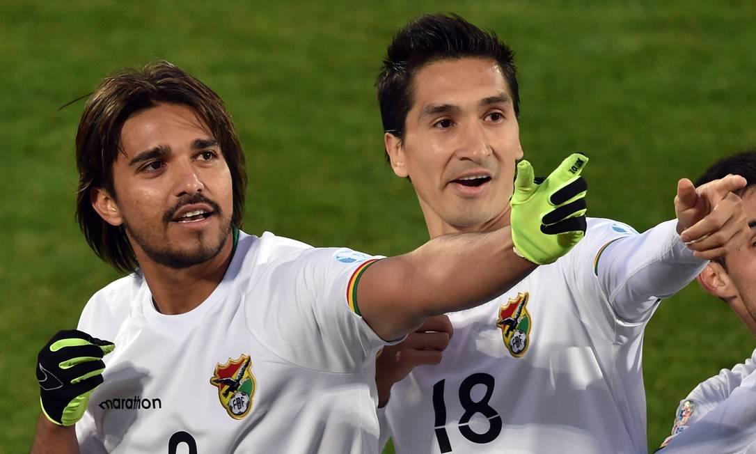 De pênalti, Marcelo Moreno, número 9, marcou o terceiro gol da Bolívia na vitória por 3 a 2 CRIS BOURONCLE / AFP